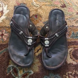 Minnetonka Brown with silver design flip flops